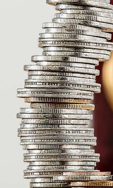 dinero apilado